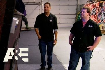 Shipping-Wars-Roy-Has-to-Work-with-a-Control-Freak-Customer-Season-6-Episode-1-AE