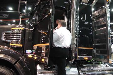 The-Freightliner-122SD-at-the-2013-Mid-America-Trucking-Show